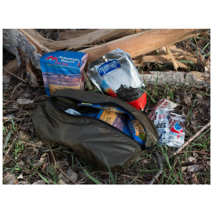 Ultralight Pullouts Used to Put Away Snacks on Forest